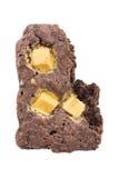 'brownie' avec une morsure d'isolement sur le fond blanc Photos libres de droits