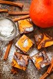 brownie Brownie del cioccolato con la zucca e la cannella Un dessert americano tradizionale Fotografia Stock Libera da Diritti