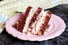 Brownie, caramelo, e bolo do gelado de manteiga de amendoim Imagens de Stock