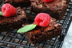 Brownie casalinghi del cioccolato sulla tavola rustica forno del brownie Immagine Stock Libera da Diritti