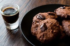 Brownie Chocolate Cookies avec l'expresso Photo stock