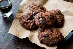 Brownie Chocolate Cookies con caffè espresso fotografie stock