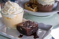 Brownie com gelado de baunilha Imagens de Stock Royalty Free