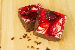 Brownie coperti di cioccolato della fragola Fotografia Stock
