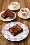 'brownie' de cerise avec le thé noir Image stock