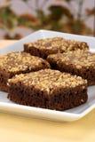 'brownie' de chocolat avec les arachides criquées sur le dessus Photos libres de droits