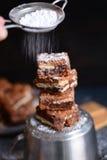 'brownie' de farine d'amande avec le beurre et les biscuits d'arachide photos libres de droits