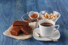 'brownie' de fondant de chocolat avec la tasse de café d'expresso Photo libre de droits
