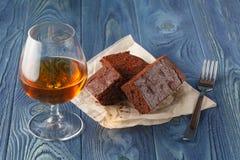 'brownie' de fondant de chocolat avec la tasse de café d'expresso Image libre de droits