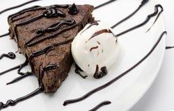 Brownie de la torta con helado Imagen de archivo libre de regalías