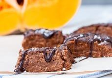 'brownie' de vegan de potiron avec du chocolat Photo stock