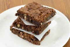 Brownie del chocolate con la salsa de fusión del chocolate caliente en ella imagen de archivo libre de regalías