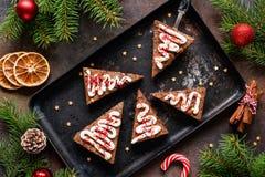 Brownie del chocolate para la Navidad, opinión de sobremesa foto de archivo libre de regalías