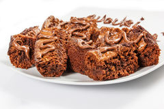 Brownie del cioccolato sul piatto bianco Fotografia Stock