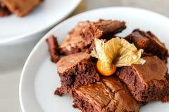 Brownie di recente al forno sul piatto Fotografie Stock Libere da Diritti