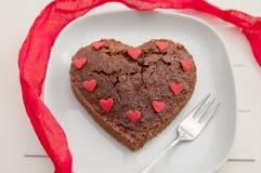 Brownie en forma de corazón del chocolate Fotografía de archivo libre de regalías