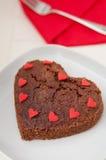 'brownie' en forme de coeur de chocolat Photo stock