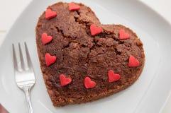 'brownie' en forme de coeur de chocolat Photographie stock libre de droits