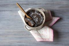 Brownie en una taza Fotos de archivo