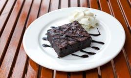 'brownie' et crème Photos libres de droits