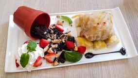 'brownie' et crème glacée frite Images libres de droits