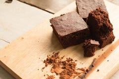 'brownie' foncés sur la table photo libre de droits
