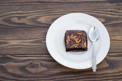 Brownie hecho en casa del chocolate con la almendra en la tabla de madera Imágenes de archivo libres de regalías