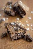 'brownie' marbrés sur le compteur. photo libre de droits