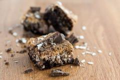 'brownie' marbrés sur le compteur. photographie stock