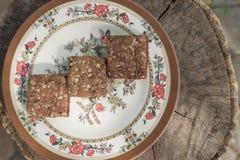 Brownie na madeira do vintage imagens de stock