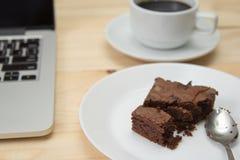 Brownie na tabela de madeira Foto de Stock