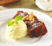 Brownie servida com gelado Foto de Stock Royalty Free