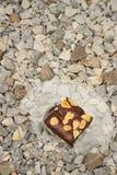 Brownies σε ένα πιάτο στο υπόβαθρο της πέτρας Στοκ Εικόνα