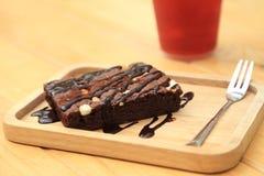Brownies caseiros do chocolate na placa de madeira Fotografia de Stock Royalty Free