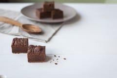 Brownies com uma colher de madeira Imagem de Stock