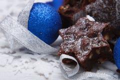 Brownies deliciosas com bolas azuis Imagem de Stock Royalty Free