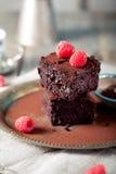 Brownies met framboos op een houten achtergrond Royalty-vrije Stock Foto's