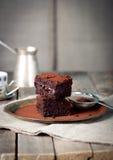Brownies met framboos op een houten achtergrond Stock Foto's