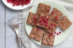 Brownies met granaatappel royalty-vrije stock afbeeldingen