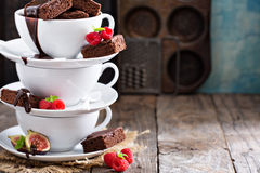 Brownies in stacked coffee cups with chocolate sauce Royalty Free Stock Photography