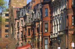 Brownstone huizen in de stad Stock Afbeelding