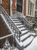 Brownstone o entrata della casa urbana fotografia stock libera da diritti