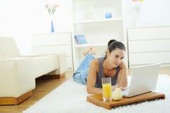 browsing internet woman Στοκ Εικόνες