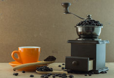 Broyeur de café manuelle en bois Image libre de droits