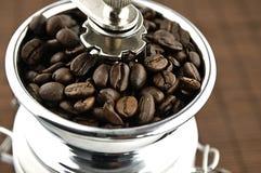 Broyeur de café sur la table Image libre de droits