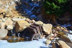 Broyeur de minerai universel de rouillement antique de roche Image stock