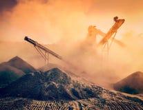 Broyeur industriel - machine concasseuse en pierre de roche Images stock