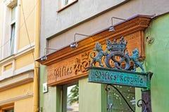 Brozneplaat bij bakkerij in oude stad van Vilnius Royalty-vrije Stock Afbeelding