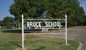 Bruce Elementary School Yard Sign Memphis, Tennessee fotografering för bildbyråer