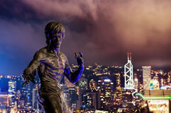 bruce Lee's statue at night in Hong Kong Stock Photography
